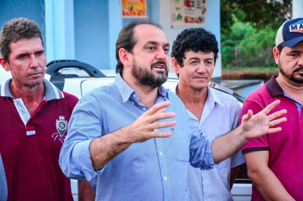 Laerte Gomes entrega veículo novo para Agroindústria de Alvorada do Oeste