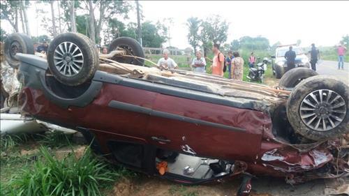 Acidente entre dois carros deixa cinco mortos e uma criança feriada, em Ji-Paraná