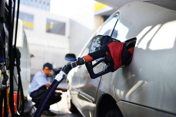 Gasolina sobe pela quarta semana seguida e bate novo recorde