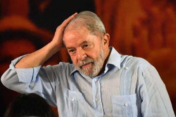URGENTE - Justiça proíbe Lula de deixar o país