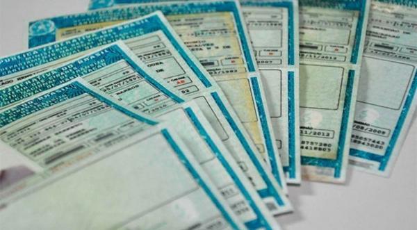 CARTEIRA DE MOTORISTA - Governo anula regra que exigia curso e prova para renovação de CNH