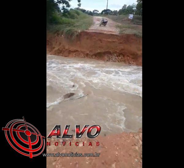 Alvorada do Oeste - Chuva danifica estrada e deixa sitiantes isolados