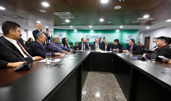 Governador confirma a deputados e pastores que deverá vetar projeto criando Conselho Lgbttt