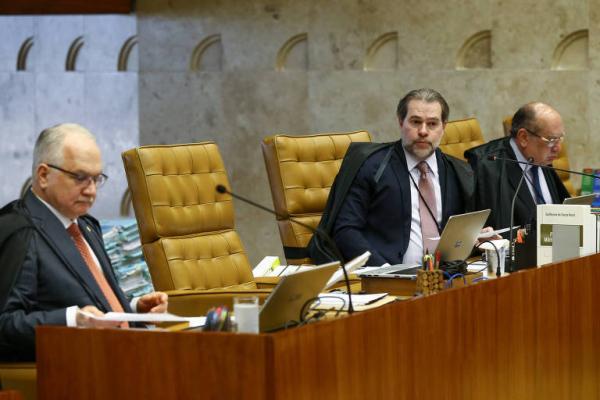STF decide por unanimidade restringir foro privilegiado de deputados e senadores