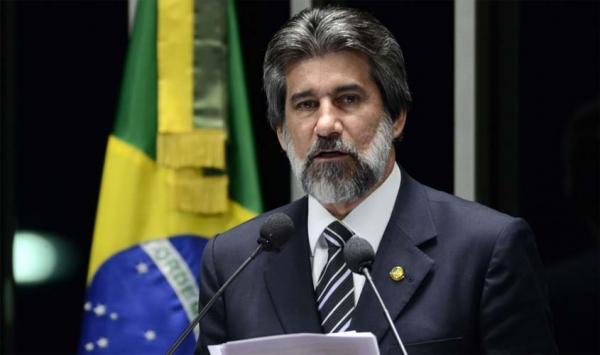 Procuradora Geral da República pede arquivamento de ação contra o senador Valdir Raupp