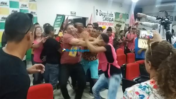 Apoiadores de Confúcio saem na porrada com seguranças em convenção - VÍDEO