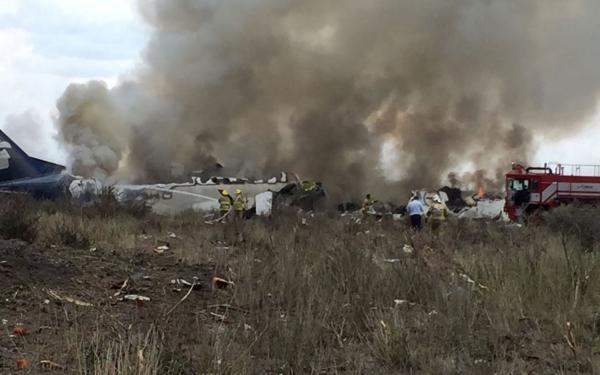 Vídeo de passageira mostra queda de avião no México e desespero de sobreviventes