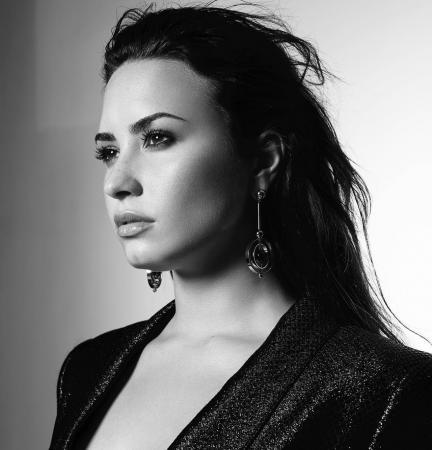 Demi Lovato fala pela primeira vez após internação: 'Continuarei lutando'