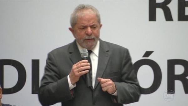 Para o Ministério Público Eleitoral, Lula, preso em Curitiba, não pode concorrer em razão da lei da Ficha Limpa.