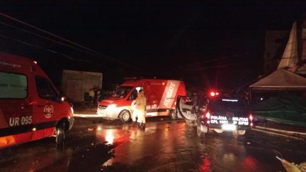 URGENTE - Tenda do camarote Villa Sertaneja cai em cima de poste de alta tensão e causa pânico em Ji-Paraná