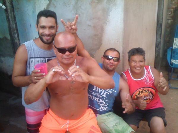 Homem é velado por três dias em bar, com direito a banda de forró e bebidas em Rondônia