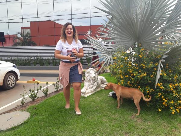 RONDÔNIA EM REDE NACIONAL - Cão nota 10 Dona de cachorro que esperou 7 horas leva comida e camisa com matéria do G1 no 2º dia