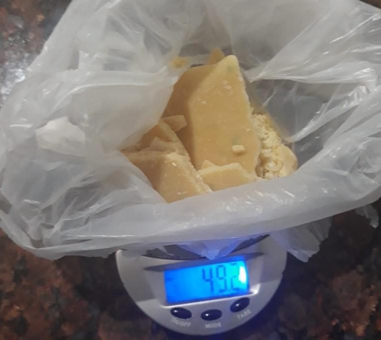 Alvorada do Oeste - Mulher é presa enquanto comercializava drogas em sua residência