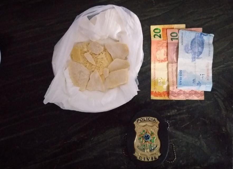 Apreensão de drogas e dinheiro