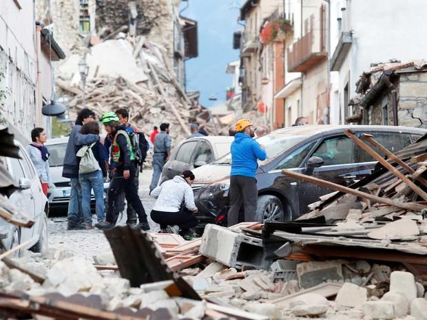 Forte terremoto atinge região central da Itália e deixa 73 mortos