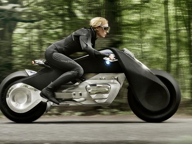 BMW mostra conceito de moto 'que não cai nunca'