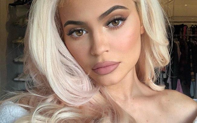 Kylie Jenner não é bilionária e Forbes expõe mentiras da socialite