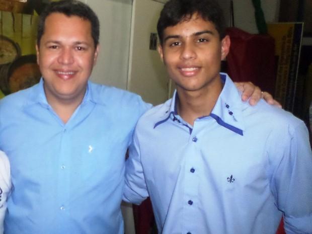 Pai faz Enem para apoiar filho e passa em medicina na BA: 'a ficha não caiu'