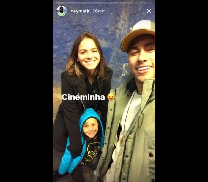 Neymar e Marquezine levam filho do craque ao cinema em Barcelona
