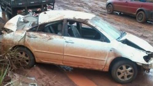 BR-429 - Veículo fica destruído após capotar