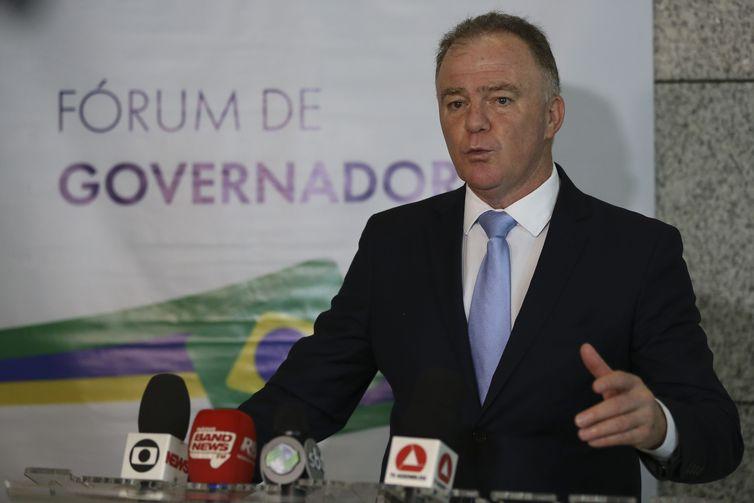 Covid-19: governadores pedem coordenação federal na compra de remédios