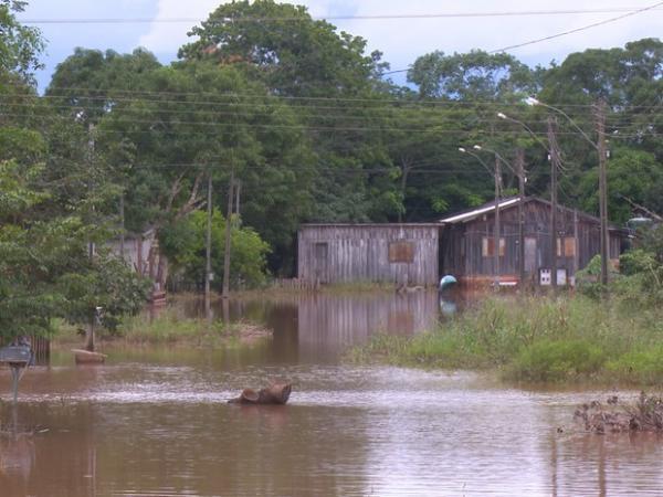 Pimenta Bueno decreta emergência após rios alagarem ruas e casas