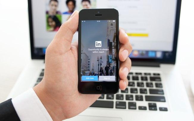 LinkedIn espiona conteúdo que usuários copiam no celular