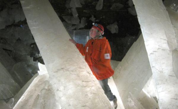 Cientistas encontram vida 'adormecida' há mais de 10 mil anos em caverna de cristal