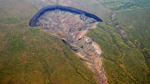 'Porta do Inferno': a gigantesca cratera que continua crescendo e revela como a Terra era há 200 mil anos