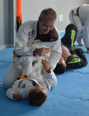 Garoto com paralisia cerebral supera limites através do jiu-jítsu