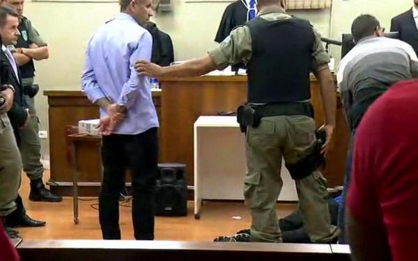 Corintiano desmaia ao ouvir que pegou 16 anos de cadeia por morte de palmeirense; veja vídeo