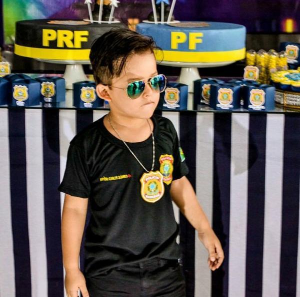Ji-Paraná – Apaixonado pela Policia Federal, garotinho de quatro anos realiza o sonho de conhecer a delegacia da PF