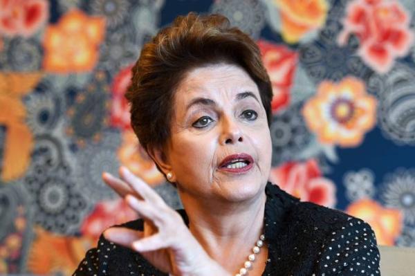 Dilma faz novo pedido de liminar para voltar à presidência