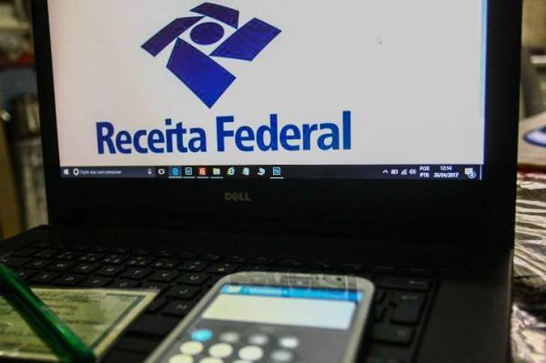 Receita paga 1º lote de restituições de Imposto de Renda