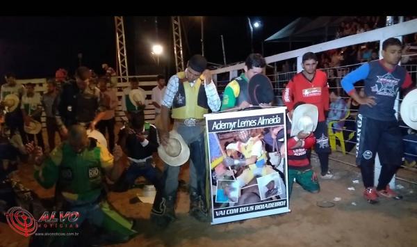 Alvorada do Oeste - Peão que morreu pisoteado por touro é homenageado durante rodeio - VÍDEO