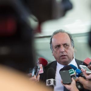 Servidores do Judiciário protocolam pedido de impeachment contra Pezão