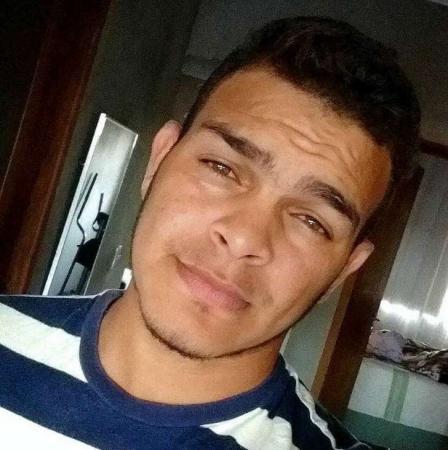 Cantor sertanejo é encontrado morto em parque de exposições em MT