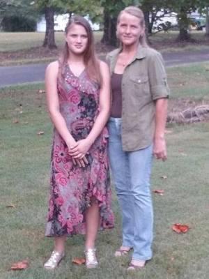 Jovem reencontra mãe biológica após 16 anos e acaba torturada e morta por ela