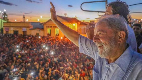 Lula admite erros e diz que crise começou com Dilma