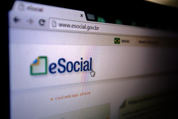 Empregadores domésticos têm até hoje para pagar guia de agosto do eSocial