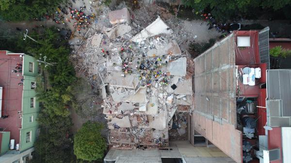 Com drone, brasileiro registra destruição após tremor no México